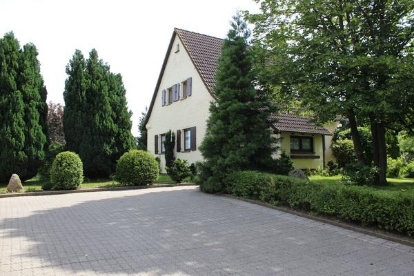 Schönes Einfamilienhaus umgeben von einem parkähnlichen Grundstück zu verkaufen!
