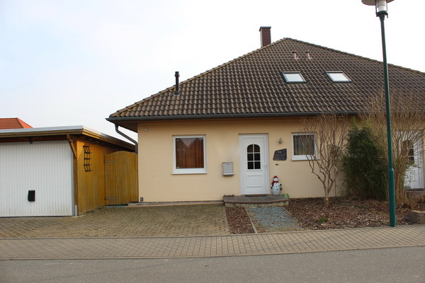 Schöne Bungalow – Doppelhaushälfte in bevorzugter Lage zu verkaufen!