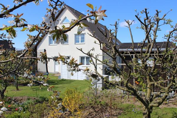 Sehr schönes Wohnhaus mit außergewöhnlich viel Wohnfläche auf einem großen Grundstück und in sehr guter Lage zu verkaufen!